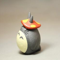 Фигурка Тоторо с грибной шапкой